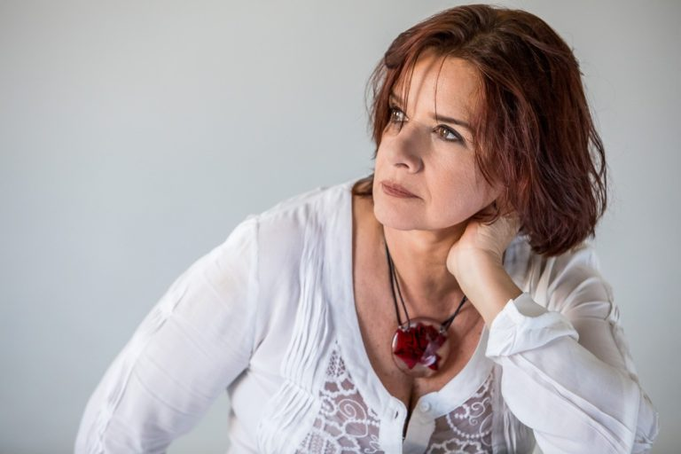 Maria Rita Stumpf harmoniza etnias no tom humanista do álbum 'Inkiri om' | Blog do Mauro Ferreira